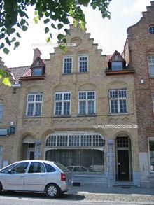 commerciële ruimte van 35 à 85 m², ideaal voor winkel of bureel, mogelijkheid extra m² te huur, met grote parkeergelegenheid voor de deur, grote et...