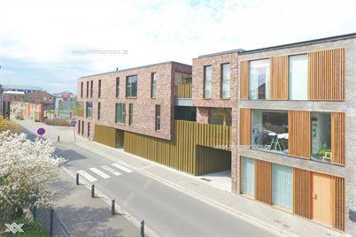 Residentie Arbed maakt deel uit van een duurzame herwaardering van de oude TREfil-site in Gentbrugge. De archite...