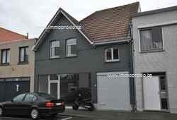 Handelspand met woonst bestaande uit : gvl : handelsruimte, wasplaats, dubbele garage, terras en een tuin (met uitweg) - boven : appartement bestaa...