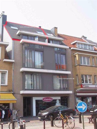 Verzorgd en recent duplex-app, 3de en 4de verd. in het hartje van De Haan, living met balkon aan de voorzijde, ingerichte open leefkeuken met veel ...